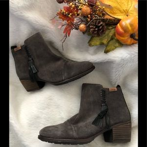 Pikolinos Gray suede ankle boots .